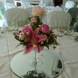Champagne vase pink flowers
